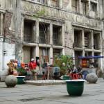 Sicht in die Altstadt mit den kaputten Kolonialbauten